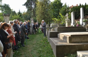 Mezey Barna és Nagy Janka Teodóra koszorút helyezett el Imreh István sírjára.